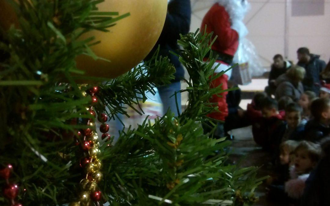Dodjela božićnih darova za djecu