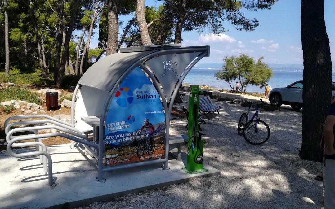 Otvoreno biciklističko odmorište s besplatnim Wi-fi internetom