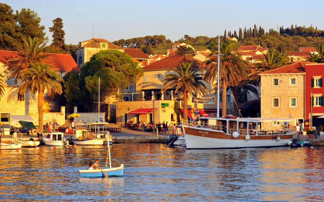 Mali sv. Ivan plovi portom